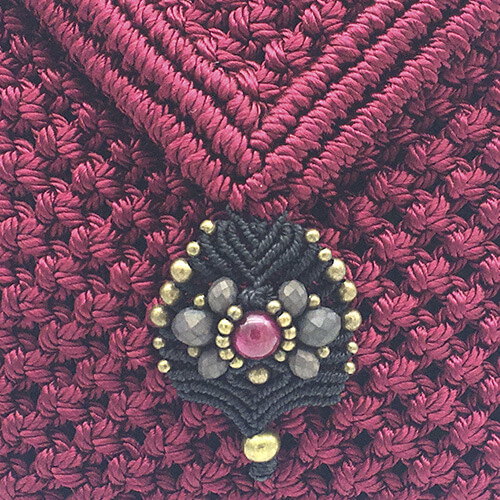 Detalle bolso color bourdeaux colección Sitges - Macramé - Marina Grafeuille
