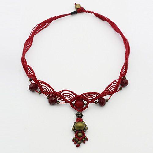 Detalle collar color rojo colección Salo - Macramé - Marina Grafeuille