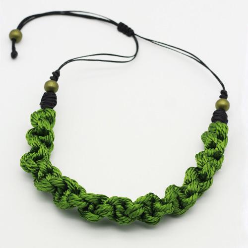 Detalle collar verde manzana colección Pineda - Macramé - Marina Grafeuille