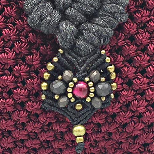 Detalle Bolso color gris Burdeaux Banderola colección Unique - Macramé - Marina Grafeuille
