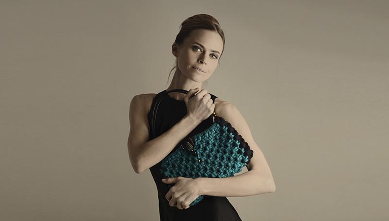 Verónica blume con bolso de diseño en macramé - Marina Grafeuille