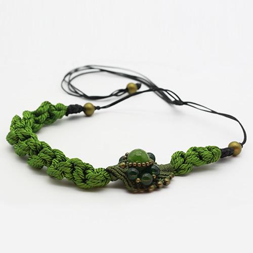 Detalle collar verde manzana colección Avinyo - Macramé - Marina Grafeuille