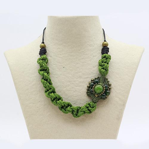 Collar verde manzana colección Avinyo - Macramé - Marina Grafeuille