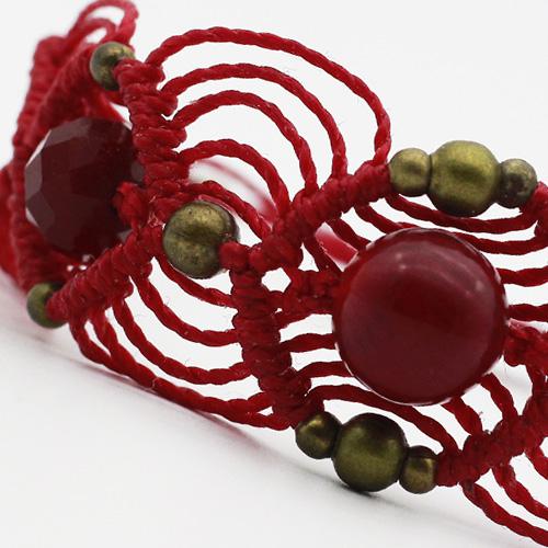Detalle pulsera color rojo colección Barcelona - Macramé - Marina Grafeuille