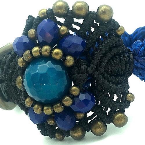 Detalle pulsera color azul colección Roses - Macramé - Marina Grafeuille
