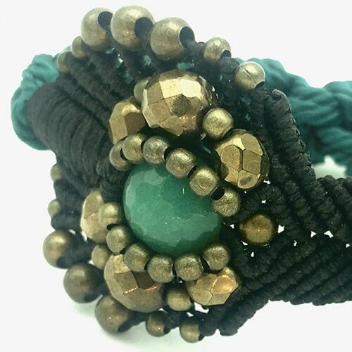 Detalle pulsera color turquesa colección Roses - Macramé - Marina Grafeuille
