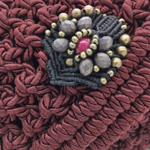 Detalle bolso color bordeaux colección Almetlla - Macramé - Marina Grafeuille