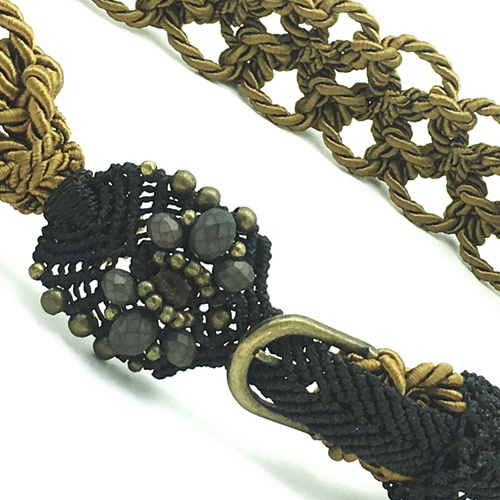 Detalle cinturón color mostaza colección Vich - Macramé - Marina Grafeuille