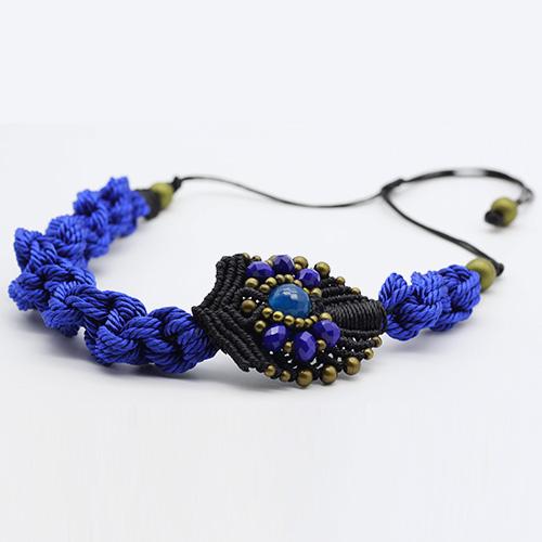 Detalle collar color azul marino colección Avinyo - Macramé - Marina Grafeuille