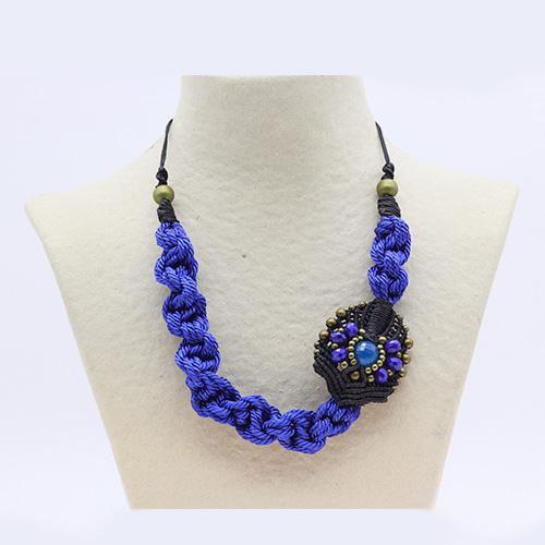 Collar color azul marino colección Avinyo - Macramé - Marina Grafeuille
