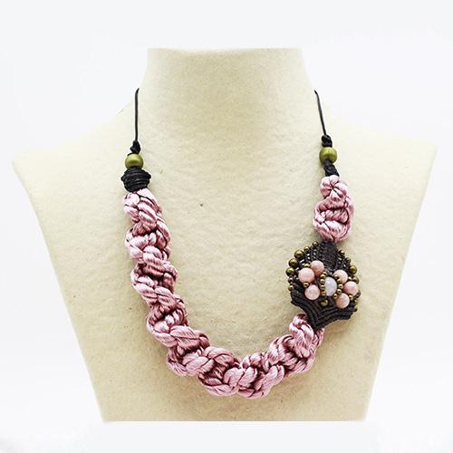 Collar color rosa colección Avinyo - Macramé - Marina Grafeuille