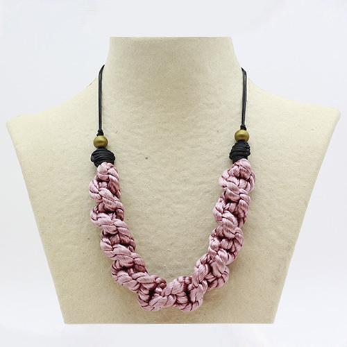 Collar color rosa colección Pineda - Macramé - Marina Grafeuille
