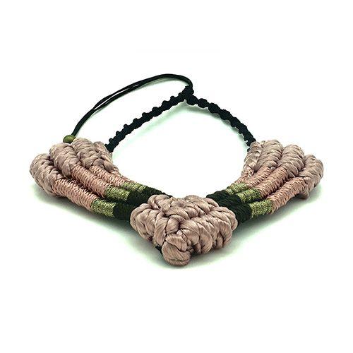 Detalle collar color rosa viejo colección Figueres - Macramé - Marina Grafeuille